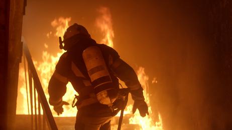 Zahlt die Hausrat bei einem Brand im Gebäude