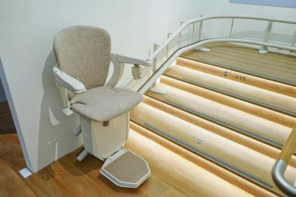 Hohe Kosten für einen neuen Treppenlift verhindern durch den Kauf eines gebrauchten.