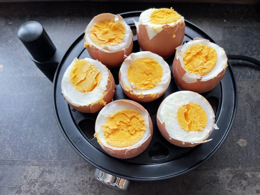 WMF Stelio Eierkocher mit hartgekochten Eiern