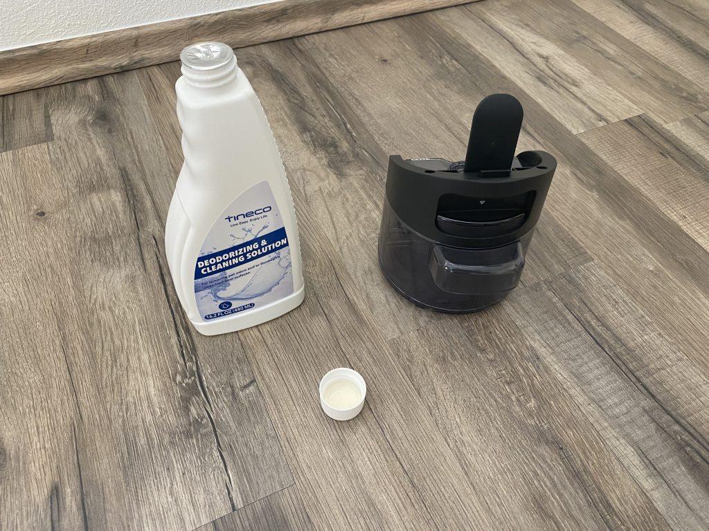 Tineco Floor One S3 Wassertank und Reinigungsmittel